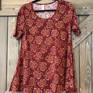 NWOT Lularoe Perfect T